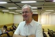 """A informalidade é simplesmente a forma com que muitas pessoas """"ganham a vida"""", diz Adalberto Cardoso"""