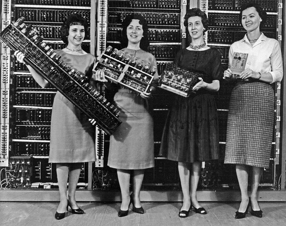 Programadoras do ENIAC, primeiro computador digital eletrônico de grande escala, desenvolvido pelo Exército norte-americano durante a Segunda Guerra Mundial. Fotografia: Wikimedia Commons