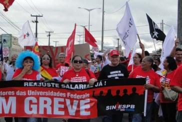 Greve de professores paralisa 25 das 63 universidades federais, diz sindicato