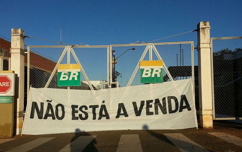 Trabalhadores da Petrobras comunicam início de greve nesta terça e quarta