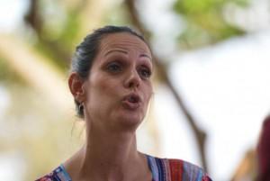 Fabiana Melo Oliveira, 32 anos, conta que precisou esconder a identidade durante todo o período escolar. Fotografia: Wilson Dias/Agência Brasil.