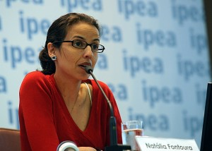 Natália Fontoura, técnica do Ipea, diz que as mulheres encontram barreiras no mercado de trabalho. Fotografia: Antonio Cruz/Arquivo Agência Brasil