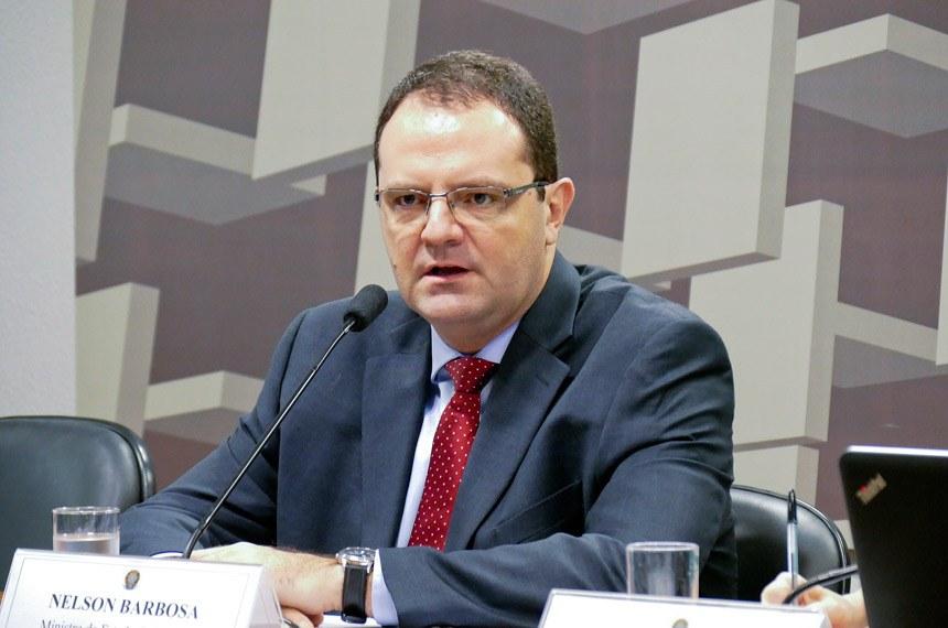 Demissão de servidores é estudada pelo governo, afirma Nelson Barbosa