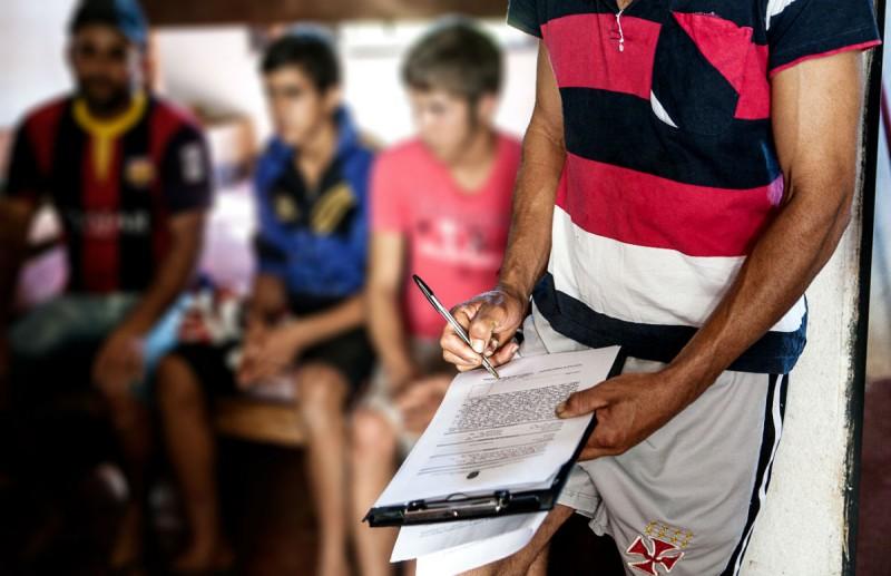 Libertação de dois adolescentes em fazenda no sul de Minas Gerais. Fotografia: Lilo Clareto