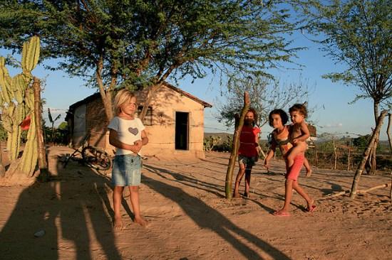 Brasil terá que escolher entre combater pobreza ou manter privilégios fiscais, alerta Banco Mundial