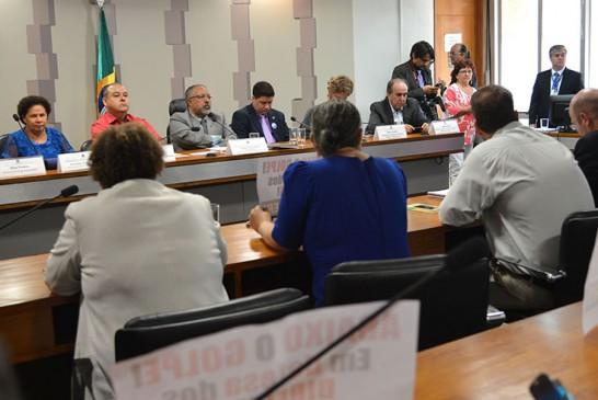 Parlamentares e centrais lançam frente em defesa dos trabalhadores