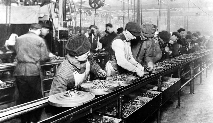 No modelo Fordista o trabalhador só sabe da pequena parte da qual é encarregado. Foto: Wikipedia/ Arquivo.