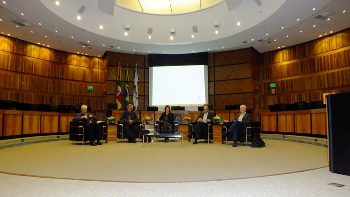 Após a palestra, tema foi debatido pelos convidados especiais. Fotografia: Charles Soveral/DMT