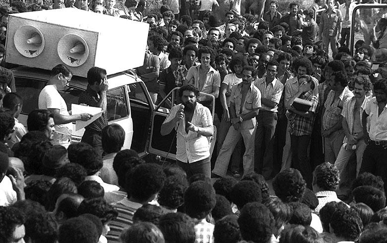 """A própria Volks se encarregou de passar ao Dops um resumo do """"comício"""" feito por Lula na porta da montadora.  Fotografia: Jesus Carlos/Imagem Global(1981)"""