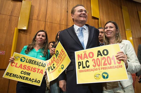 O Senado, presidido por Renan Calheiros, ainda não colocou a questão em pauta. Foto: Agência Brasil O Senado, presidido por Renan Calheiros, ainda não colocou a questão em pauta. Fotografia: Agência Brasil