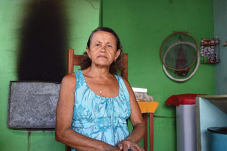 """Vilma: """"Com meu beneficinho, sofrendo mas economizando, dá pra mim vencer"""". Fotografia: Rangel Moreira/RBA"""