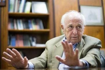 'Vocês precisam pensar o Brasil como nação', diz Bresser-Pereira
