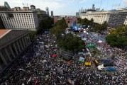 Multidão sai às ruas na Argentina para apoiar greve de professores
