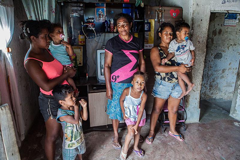Maria das Graças Conceição Almeida, que vive basicamente de Bolsa Família, afirma que não tem condições de contribuir mensalmente. Foto: Repórter Brasil.