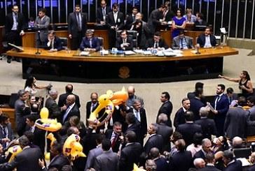 Deputados aprovam terceirização irrestrita da mão de obra