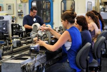 Mulheres ainda têm dificuldades para encontrar emprego e subir na carreira
