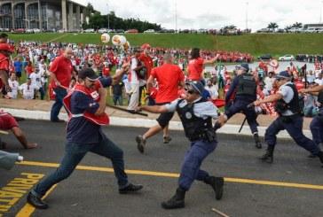 Polícia reprime ato contra Temer e reformas. Ministério é incendiado