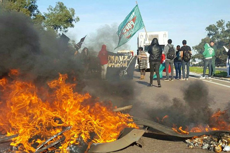 Contra reformas de Temer, greve mira transportes e rodovias