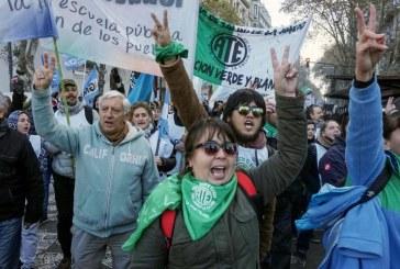 Contra o FMI, a fome, o desemprego (e o governo), toda a Argentina parou