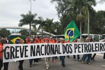 Petroleiros e centrais sindicais comemoram saída de Pedro Parente