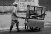 Brasil troca empregado formal por ambulante de comida e motorista de Uber