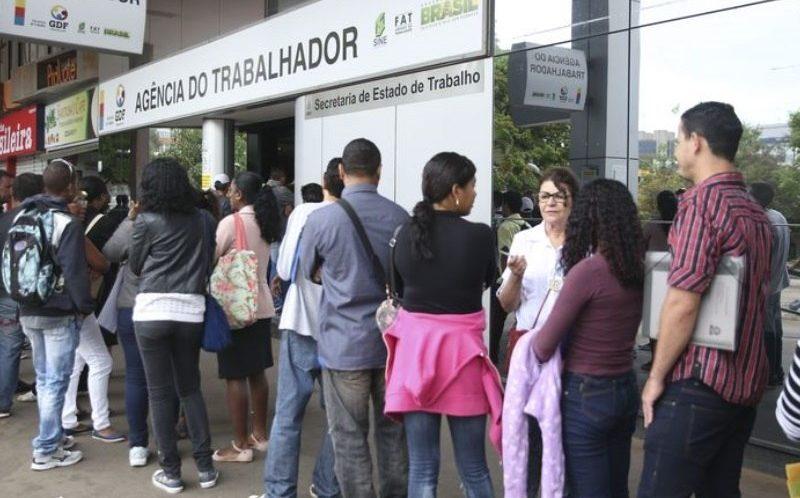 Quase dois terços dos trabalhadores temem ficar desempregados, diz pesquisa