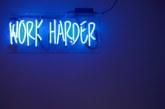 Quais as críticas a quem glorifica a 'ralação' no trabalho