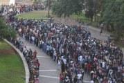 Milhares de pessoas à procura de emprego mostram crise brasileira