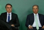 Bolsonaro mostra golden shower, mas esconde dados da Reforma da Previdência