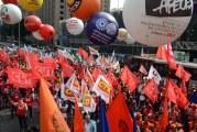 Centrais sindicais aprovam anúncio de greve geral em 14 junho contra a reforma de Bolsonaro