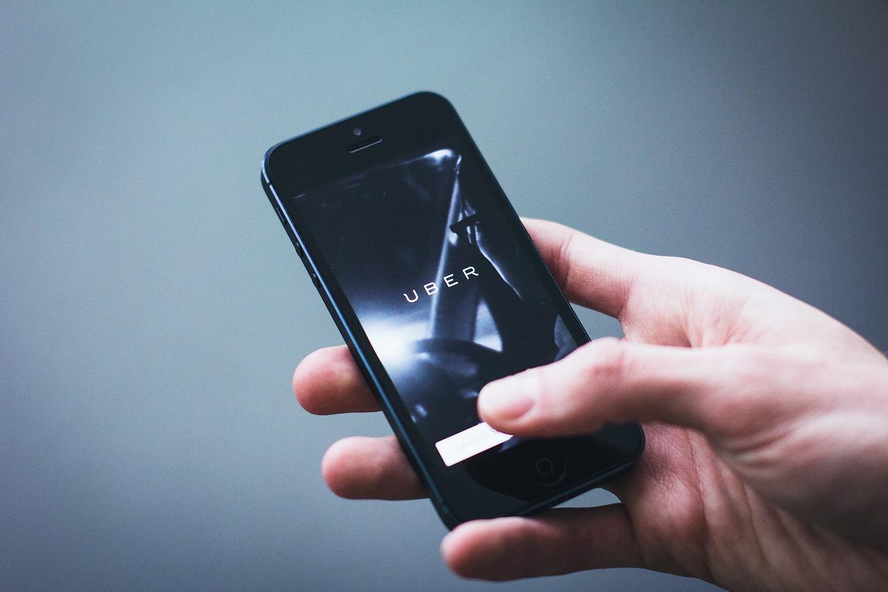 Lei da Califórnia reconhece motoristas de aplicativos como empregados