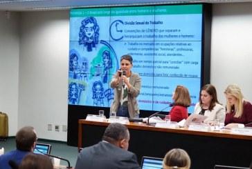 """Acesso das mulheres à aposentadoria é dificultada pela """"divisão social do trabalho"""", diz pesquisadora do Ipea"""