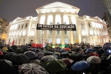 Professores ganham pouco num Brasil que tem orgulho da ignorância
