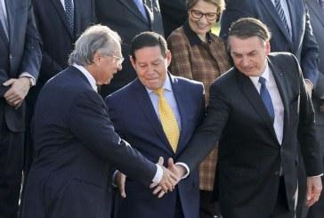 Seis meses de Bolsonaro: crescimento pífio, privatizações, desemprego e retrocesso