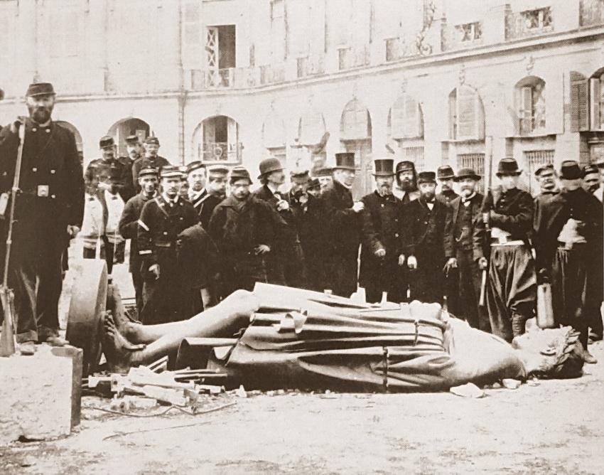 NGV – Braquehais – Comuna de Paris – Queda da coluna de Vendome – estatua de Napoleao – 1871 – Paris – Franca