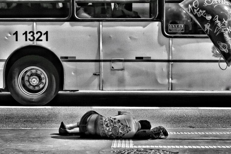 Unsplash – Luna – morador de rua – pobreza – desigualdade social