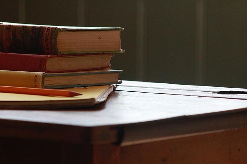 Unsplash – Worrall – livros – educacao