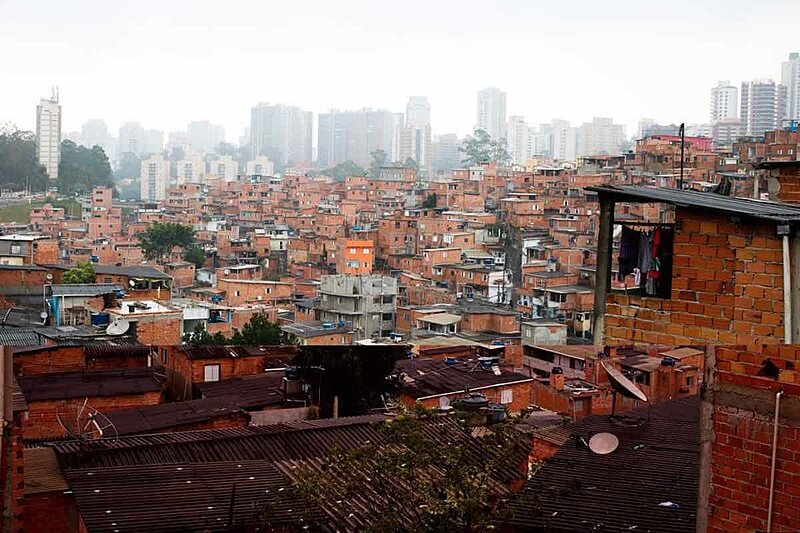 Abr – Rosa – favela – pobreza – desigualdade social